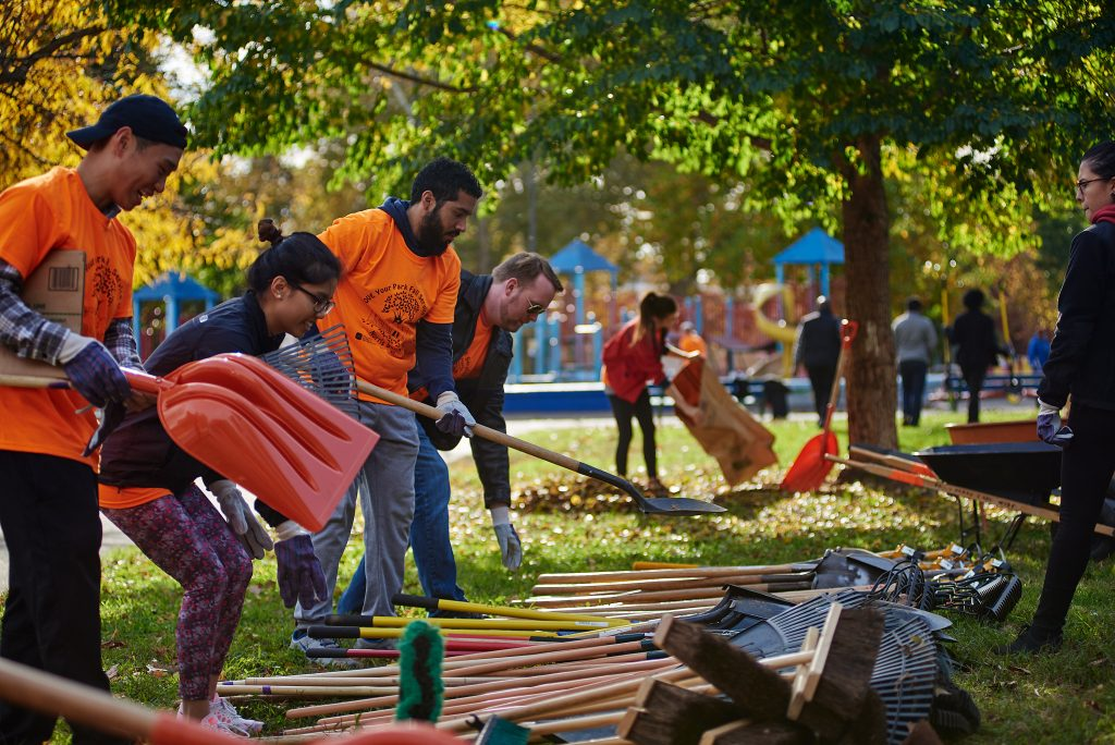 7 reasons why Philly loves Love Your Park Fall Service Day! Thumbnail